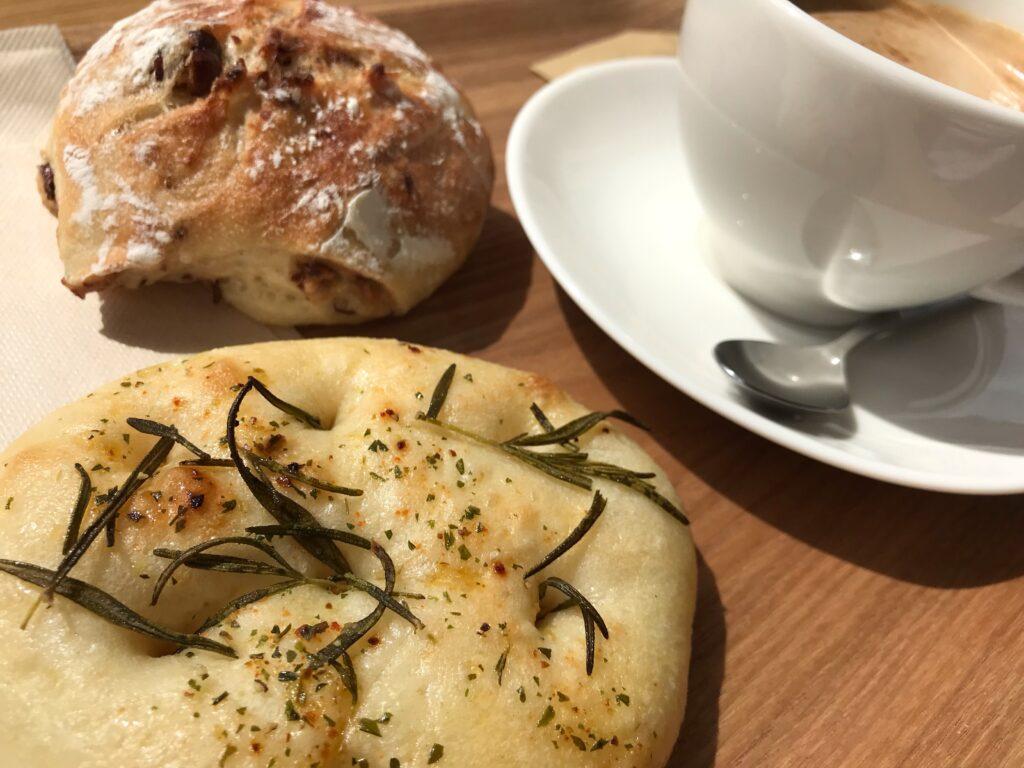 カフェオレとパン2