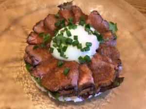 半熟卵のローストビーフ1